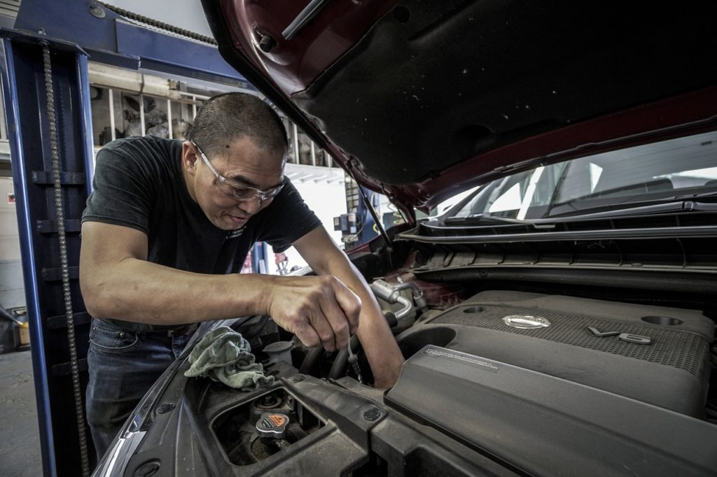 車 修理工場 タイヤ